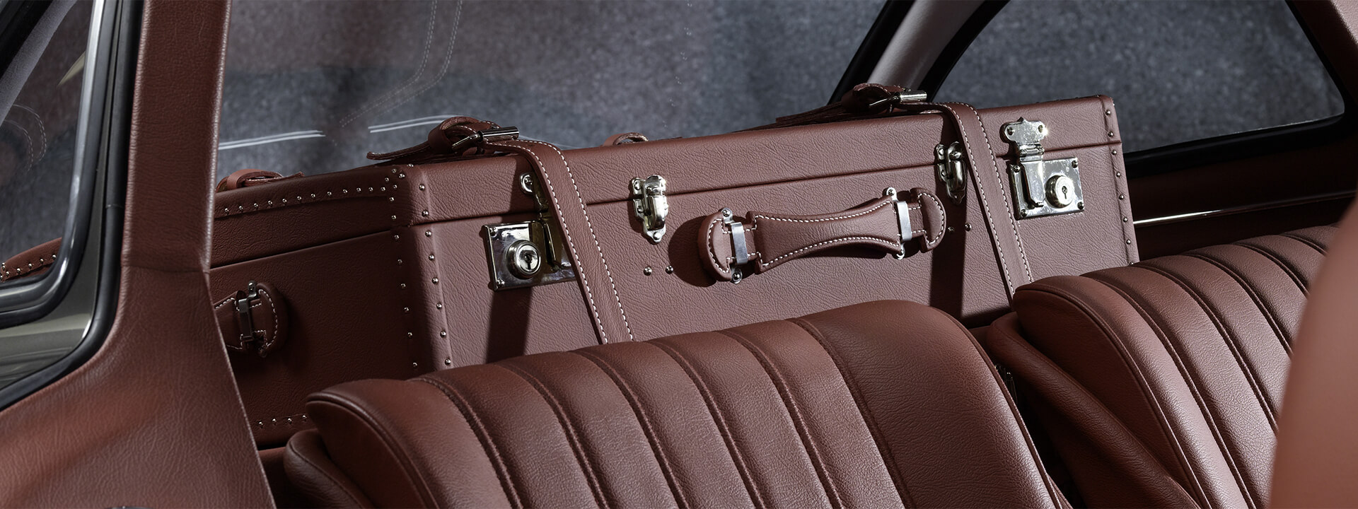 Mercedes 300 SL interior and luggage compartment