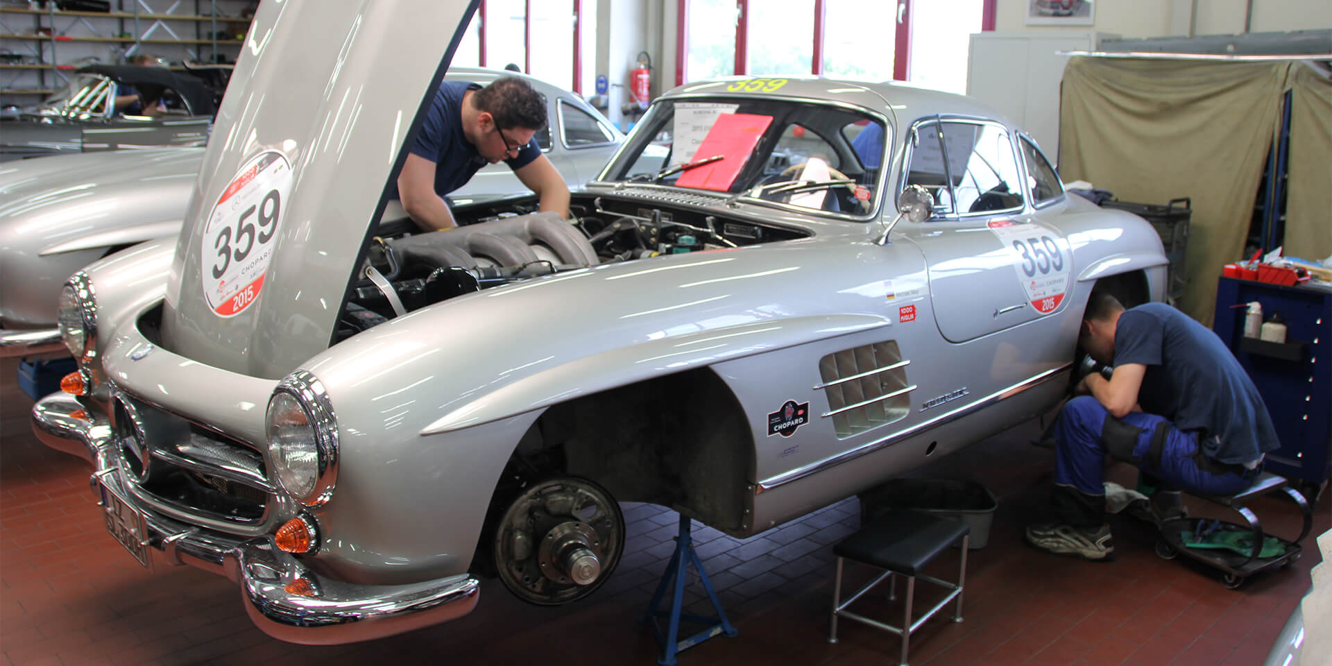 Mercedes 300 SL – technical maintenance at the Mille Miglia